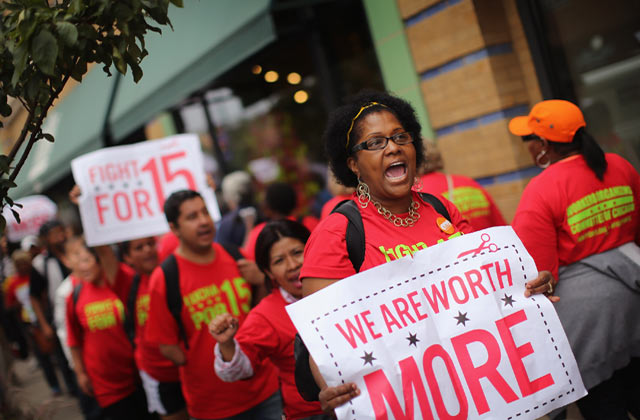 Fast food and retail workers protest in Chicago. Photo: Scott Olsen/ Getty Images