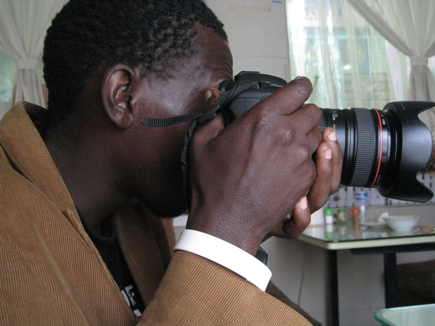 video photo essay photographer kiripi katembo siku neo griot photographer kiripi katembo siku at work